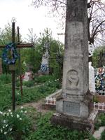 На цвинтарі